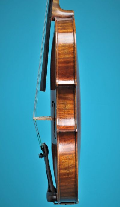 Lutherie d'Art 'Strad' side Full size Violin De Luthiers Lucienne vioolbouw