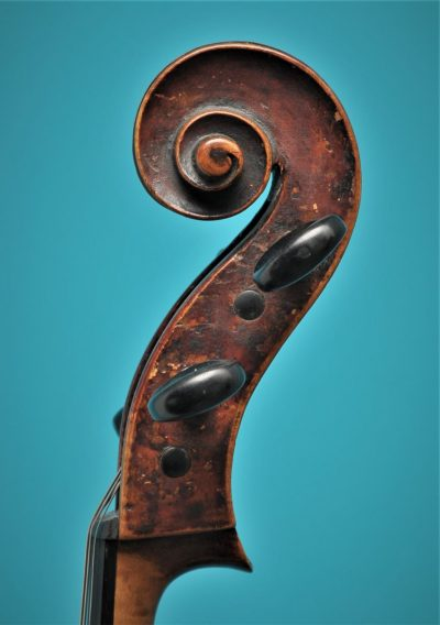 Cello Tyroler Origine, Mittenwald ca.1800, Lucienne Vioolbouw De Luthiers Dordrecht, scroll