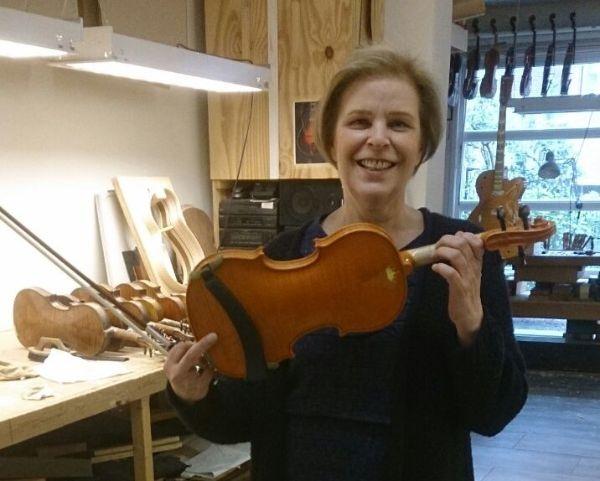 Margreet Lugt met 'Amalia'viool Lucienne van der Lans Vioolbouw De Luthiers Dordrecht